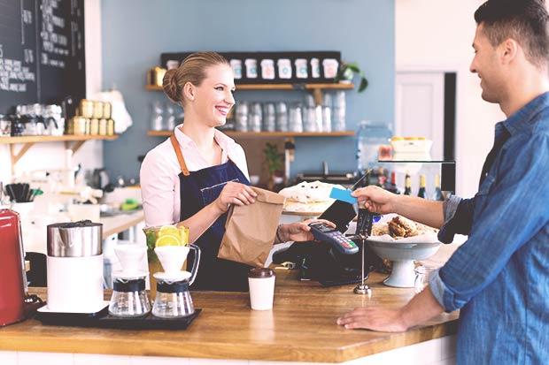 asiakkaita sitouttavia ja hemmottelevia kanta-asiakasohjelmia ja digitaalisia palveluja